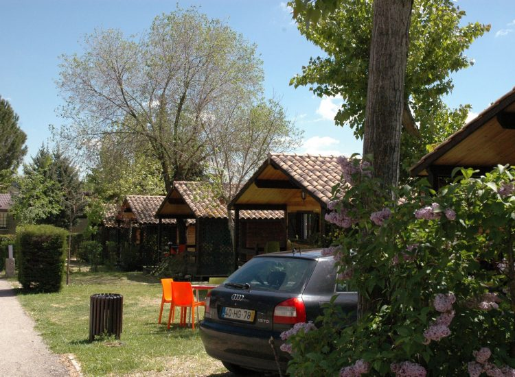 Camping con Aparcamiento Seguro
