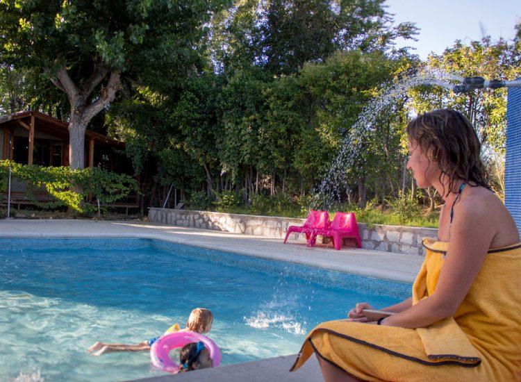 Disfruta del verano en nuestro camping con piscina y animación en Madrid